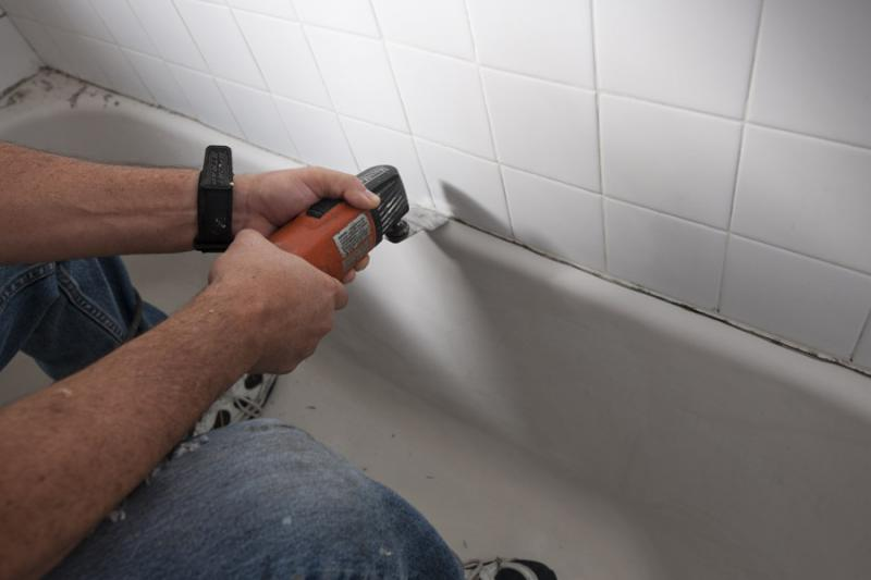 How To Caulk A Bathtub Neatly And Effectively